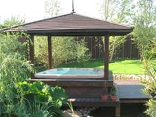 Гидромассажный бассейн спа Sojourn в эффектной садовой беседке (Подмосковье, круглогодичная эксплуатация).