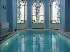 Плавательный бассейн рядом с сауной
