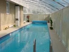Оборудование бассейна: плавающее покрытие