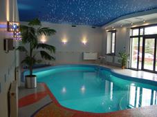 Плавательный бассейн со скиммером, облицовка мозаикой