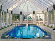 Овальный сборный бассейн в павильоне